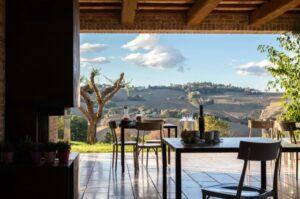 Resort: porticato e paesaggio
